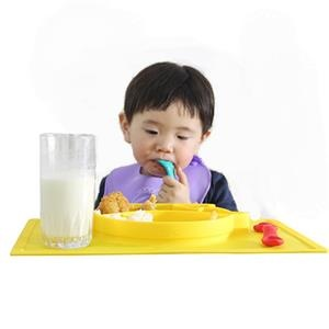 Silicone placemat one-piece plate for babies portable fda approved.