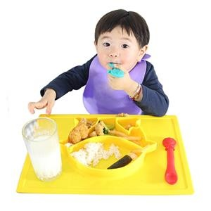 Messy mealtimes getting you down? Make feeding your little one more fun with silicone placemat and plate for kids.